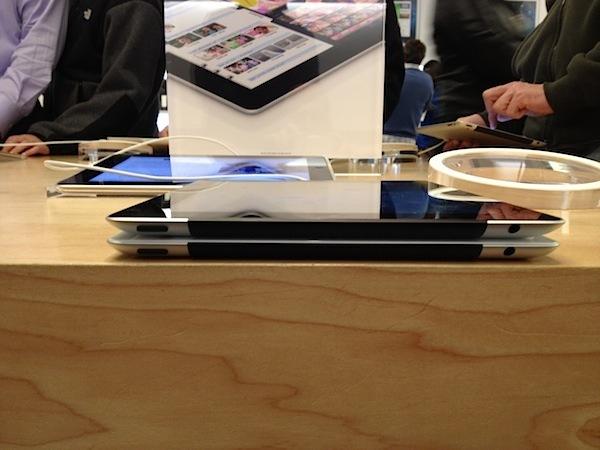 Felül az új iPad, alul az iPad 2