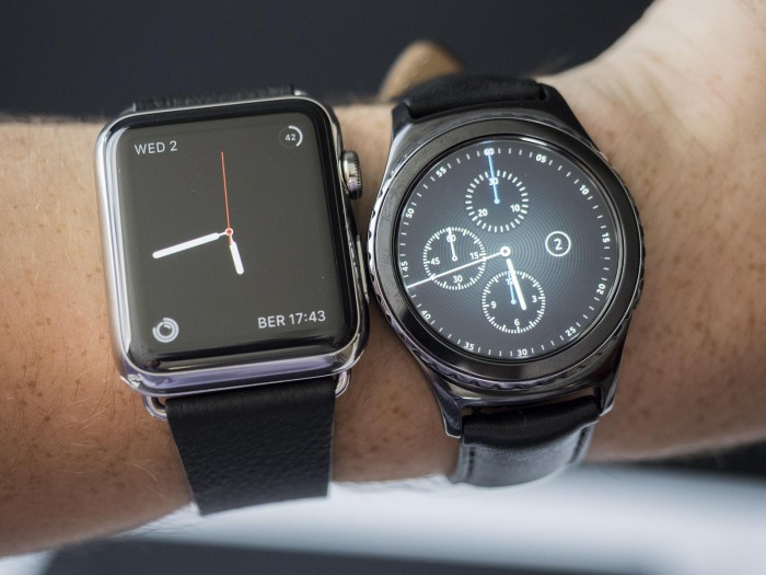 samsung-gear-s-2-vs-apple-watch-wrist