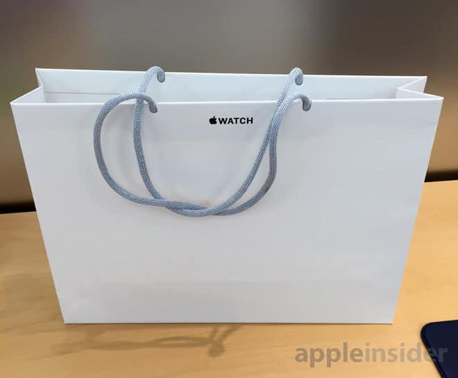 Papír zacskó az Apple Watch-hoz (az AppleInsider fotója).