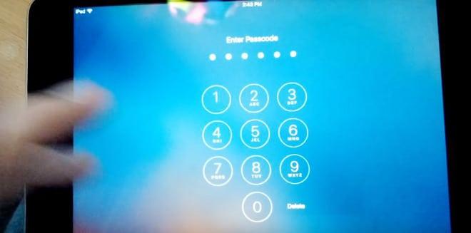 Kép: Egy pillanatkép a videóból, amikor a teszt készülék nem fogadja el a hibás időbeállítás miatt az egyébként helyes jelkódot.