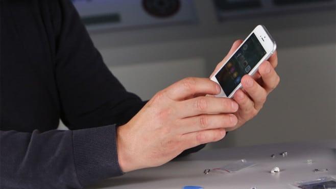 Kép: iPhone 5, 5s vagy SE átépítve egy legkicsinyített iPhone 6 házba.
