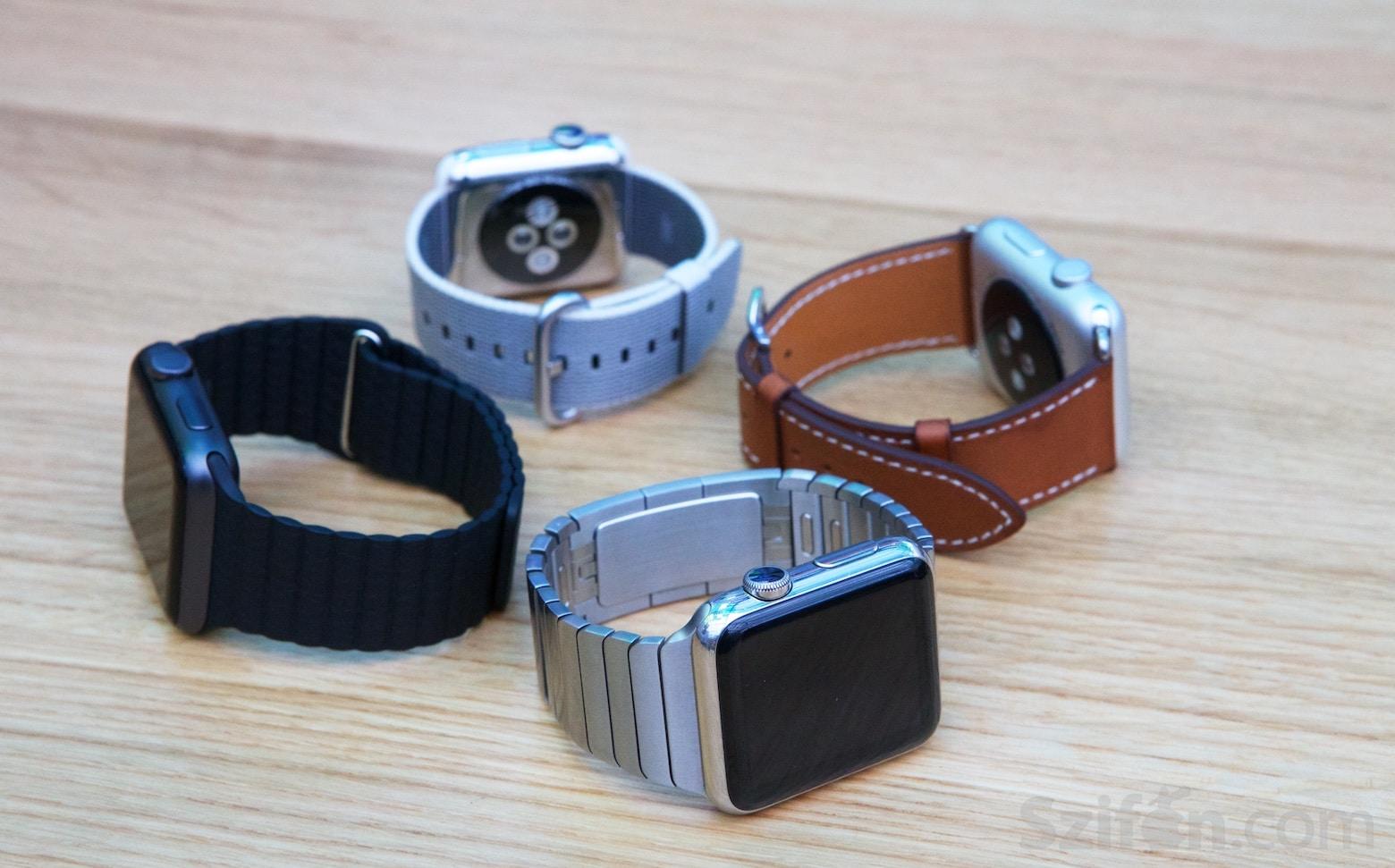 Borítókép  Négy Apple Watch egy szirom formába elhelyezve. 5e2b1794ca