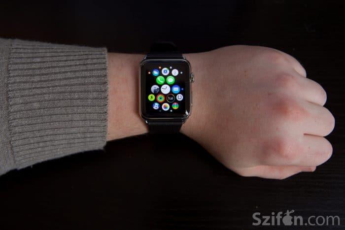 Kép: Apple Watch a watchOS kerek ikonjaival a főképernyőn.