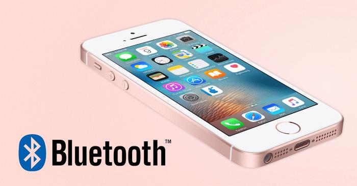 Borítókép: iPhone SE és Bluetooth logó.
