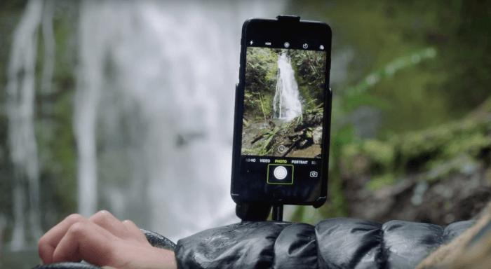 Apple reklámok és videók, a képen egy vízesés látható, amit Ian fotóz