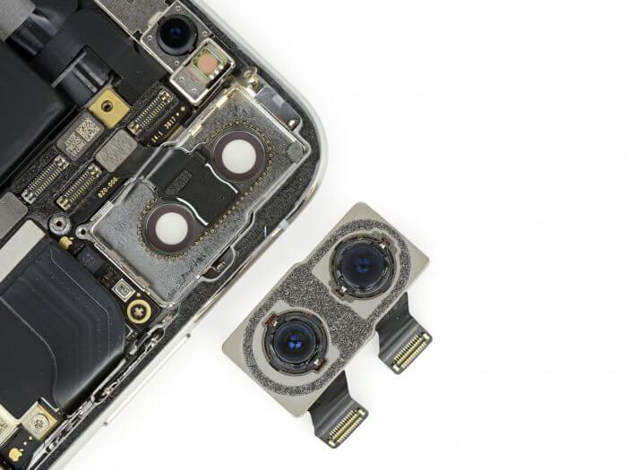 Az iPhone X hátlapi kameramodulja a két kamerával.