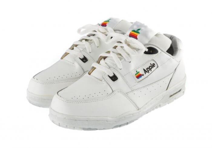 Az Adidas által tervezett Apple-dizájnú cipő