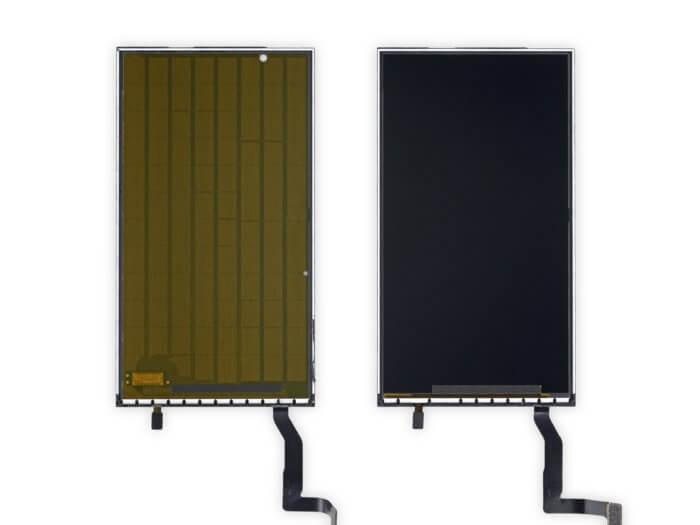 Balról az iPhone 8 3D Touch rétege, jobbról az iPhone SE 2020-é, 3D Touch réteg nélkül